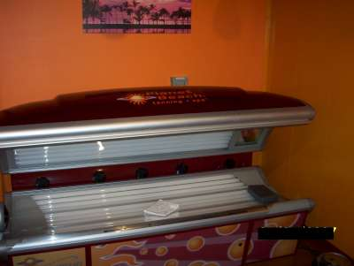 Red light therapy devices for 24 tanning salon